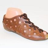 Босоножки женские коричневые, белые, бежевые на шнурках низкий каблук перфорация звезды