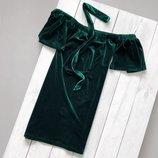 Велюровое платье со спущенными плечами