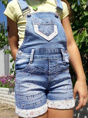 Симпатичный в стразах джинсовый летний комбинезон шорты ромпер YUKE на девочку от 5 до 7-8 лет