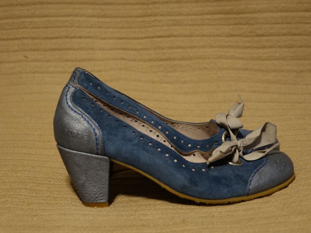 Роскошные комбинированные темно-голубые кожаные туфли на каблуке Dkode  Португалия 39 р.  600 грн - классические туфли dkode в Львове, объявление  №17334049 ... 83619469ee4