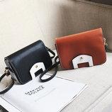 Оригинальная сумка сундучок на ремешке В Наличии