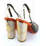 Стильные женские босоножки черные на красивом каблуке