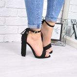 Женские черные замшевые босоножки на каблуке