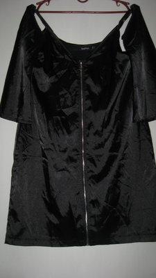 Нарядное черное платьице с открытыми плечами Boohoo