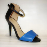 Босоножки синие с черным на каблуке закрытая пятка