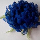 Брошь Хризантема ручной работы, цветы из шифона и атласных лент