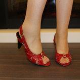 Босоножки женские красные натуральная кожа на каблуке