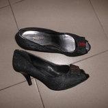 ажурные туфли на не высоком каблуке