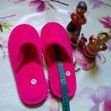 яркие розовые комнатные тапочки