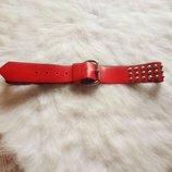 Кожаный красный пояс с железными шипами червоний ремень с клепками широкий