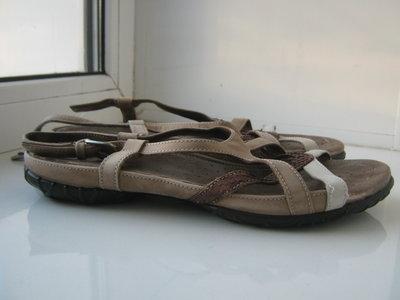 Классные фирменные кожаные босоножки Босоножки Ecco 39р. 25,5см. Индонезия