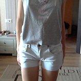 белые шорты с бежевой ниткой