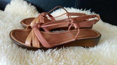The shoe Tailor босоножки кожа 40-41 р по ст 26 см ширина 9 см танкетка 3.5 см