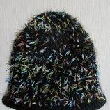 Вязаная шапка с разноцветной травкой