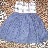 Отличное платье на девочку ростом 134-140см.