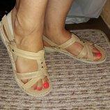 Босоножки кожаные на липучках бежевые 39 размер