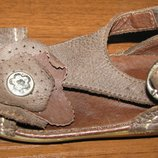 Кожаные сандалии-босоножки KicKers р. 23, ст. 15 см