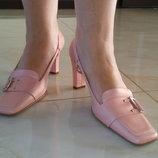 Босоножки розовые устойчивый каблук