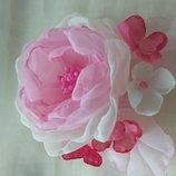 Заколка нежная, резинка, цветы из шифона и атласных лент