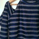 Лёгкая кофта-блуза с вырезами на плечах