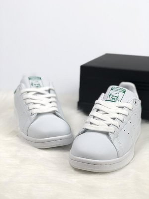 Женские кроссовки adidas stan smith с зеленой пяткой 36 37 38 39 40 размер.  Previous Next. Женские кроссовки ... 630bde32773