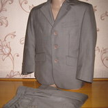 Детский классический костюм. На рост 104 см. В хорошем состоянии John lewis
