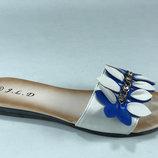 Шлёпанцы, босоножки женские белые с синим