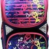 Рюкзак школьный для девочки. Есть в комплект пенал, папка и сумка . Много видов. Скину варианты.