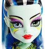 Шарнирная кукла Monster High Great Scarrier Reef Glowsome Ghoulfish Frankie Stein.