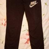 Спортивные штаны фирмы Nike, б/у