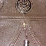 Очень красивая, легкая, вместительная сумка. Хаки.