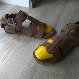 Полностью кожаные босоножки Clarks Италия, 24см