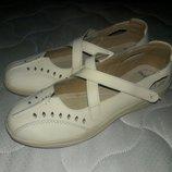 Балетки кожаные на липучках бежевые 37-38 размер