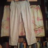 Брюки-Летние светлые,хорошего качества.Об. талии-44 см.Длина 102 см.