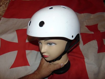 Фирменний спортивний защитний шлем каска .м-л.54-57