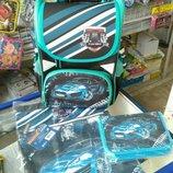Комплект школьный рюкзак, пенал, сумка для сменной обуви. Канцтовары