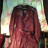Муж. кожаный плащ коричневый с подкладкой и с поясом.Грудь-112 см. длина-115 см.