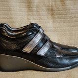 Закрытые мягкие кожаные полуботинки на высокой танкетке Soldini Италия