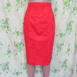 Красная юбка карандаш/высокая талия фактурная ткань/цветы 42-44 размер