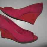 Ультрамодные туфли на танкетке с открытым носочком р.36 стелька 23см Clarks Кларкс