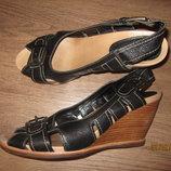 Кожаные босоножки clarks р 41 по стельке 27 см