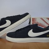 Кроссовки Nike Supreme.