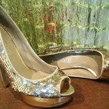 Нарядные золотые туфли на высоком каблуке 37 размера ALDO