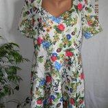 Красивое новое платье с принтом цветы