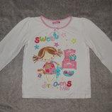 Белая футболка Bhs с нарисованной девочкой с игрушками. На девочку 5 лет Рост 110 см.