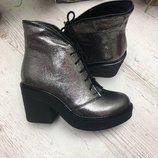 Кожаные и замшевые демисезонные ботинки на удобном каблуке Разные цвета