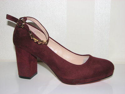 5cbc39231b44 Previous Next. Женские замшевые туфли марсал на среднем каблуке с ремешком  вокруг ...