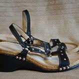 Легкие мягкие открытые черные кожаные босоножки на танкетке Karyoka Турция 38 24 см.