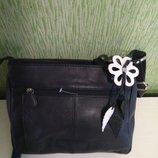 Синяя кожаная сумка с брелком цветком индия кожа