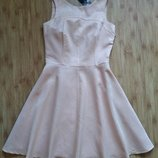 Платье mohito бежево-розовое пудровое блестящее с вырезом на спине